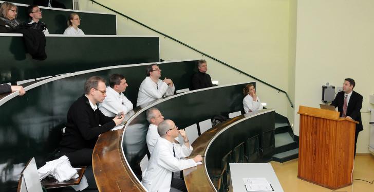Thema: Differenzierte Therapie beim fortgeschrittenen M. Parkinson - Vergleich interventioneller Behandlungsmethoden